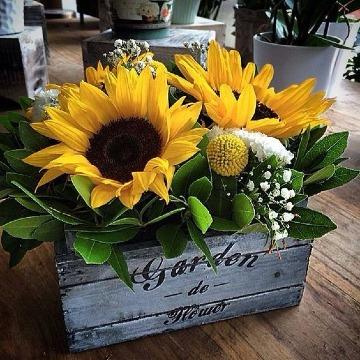 sencillos arreglos florales con girasoles