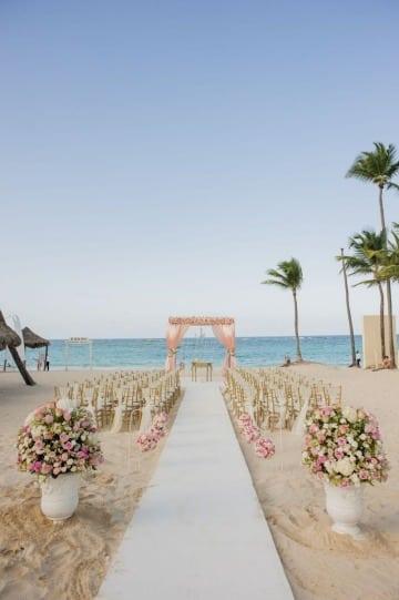decoracion de matrimonio simbolico en la playa