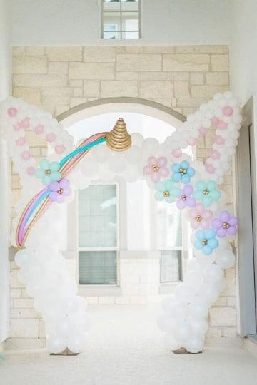 decoracion de unicornio con globos para fiestas