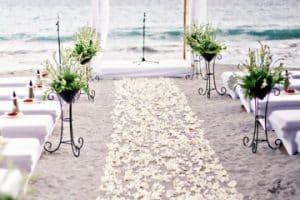 4 ideas para organizar un matrimonio simbolico en la playa