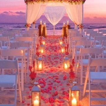 matrimonio simbolico en la playa al atardecer