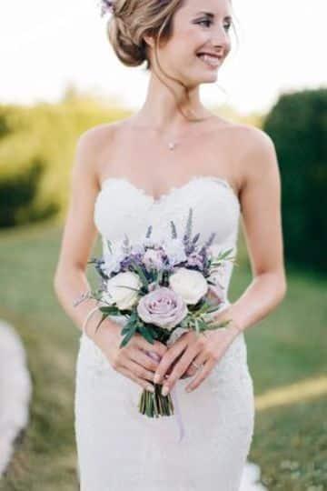 bouquet de novia pequeños con flores de lavanda