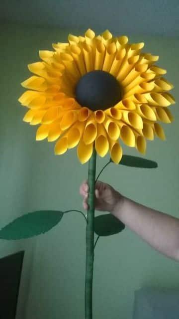 flores gigantes de papel con tallo