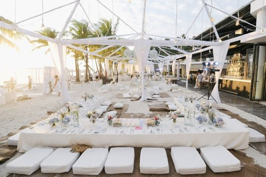 imagenes de fiesta de blanco en la playa