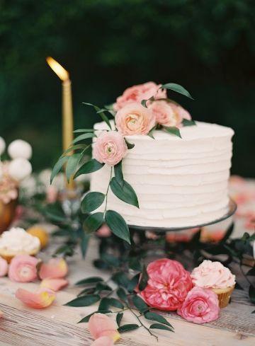 tortas con flores naturales para bodas
