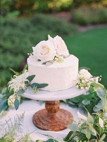 tortas con flores naturales sencillas