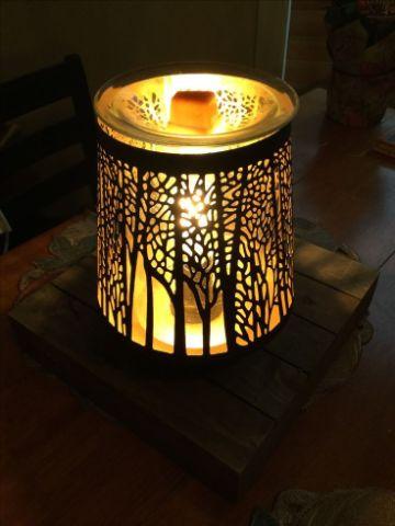 adornos de mesa con velas en lampara