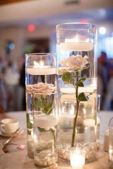 centros de mesa boda con velas y flores
