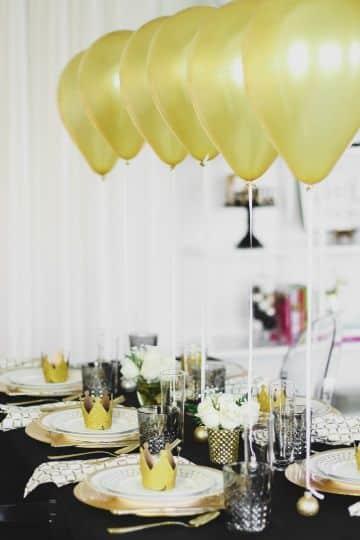 decoracion de mesa de fin de año con globos