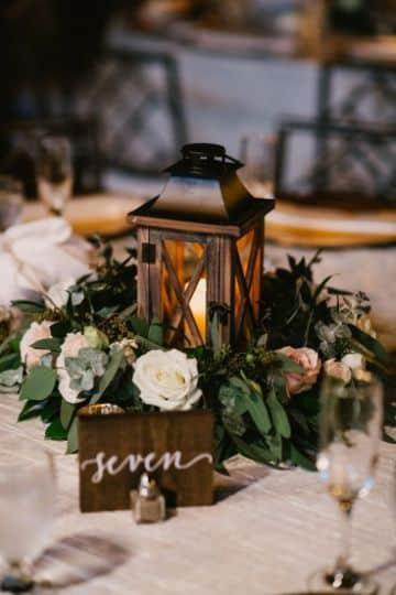 faroles para centro de mesa con flores