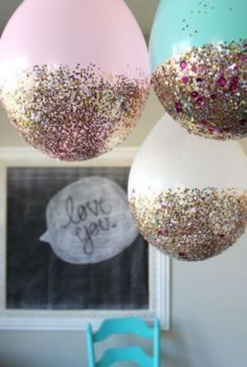 decoracion de 15 años con globos y purpurina
