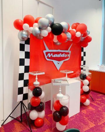 decoracion de cumpleaños de cars con globos