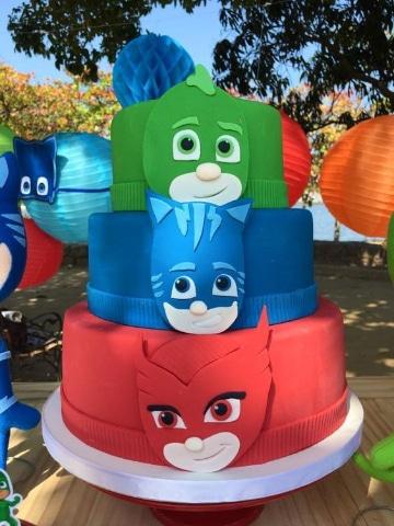 decoracion de heroes en pijamas torta