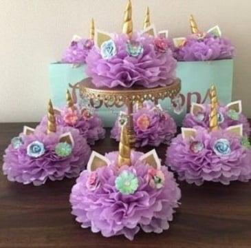 decoracion de unicornio para niña con flores