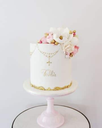 tortas de primera comunion para niña con flores