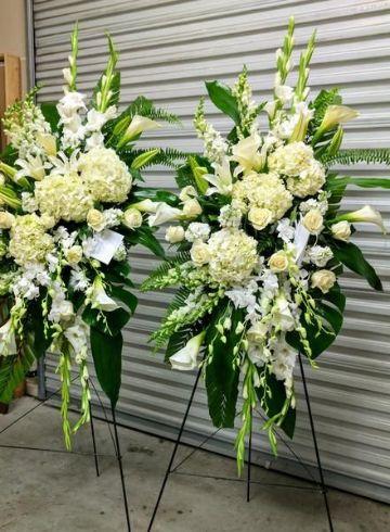 arreglos florales funebres con flores blancas