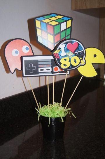 centro de mesa de fiesta tematica de los 80