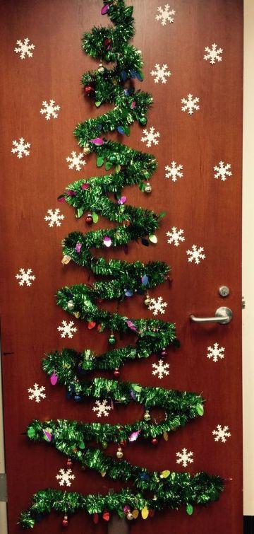 decoraciones navideñas para puertas con guirnaldas
