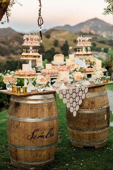 decoraciones rusticas para fiestas con barriles