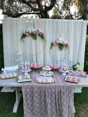 mesa de dulces para cumpleaños en exteriores