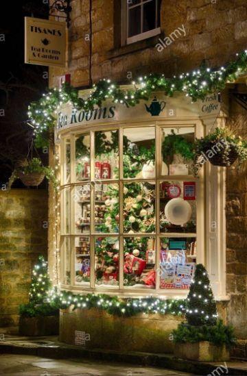 ventanas decoradas de navidad en exteriores