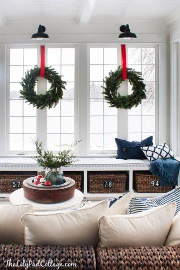 ventanas decoradas de navidad en interiores