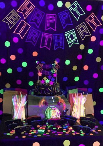como decorar unas fiestas de neon 15 años