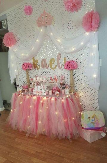 decoración para cumpleaños de princesa en mesas
