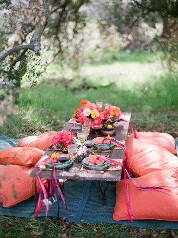 decoracion cena romantica en el suelo con grama