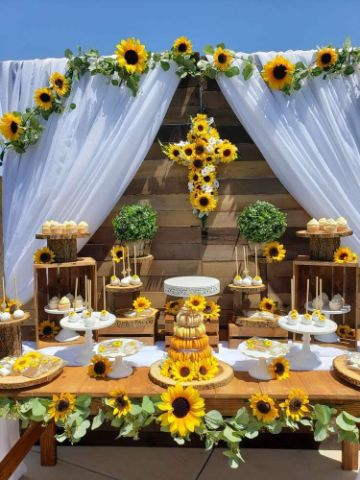 mesa de fiesta de cumpleaños de girasoles