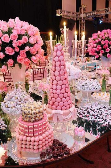 mesas de dulces para 15 años con macaroons