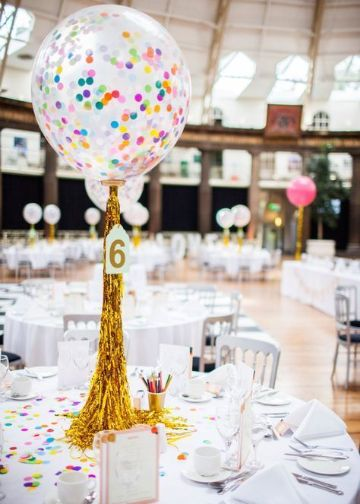 4 centros de mesa con globos para boda