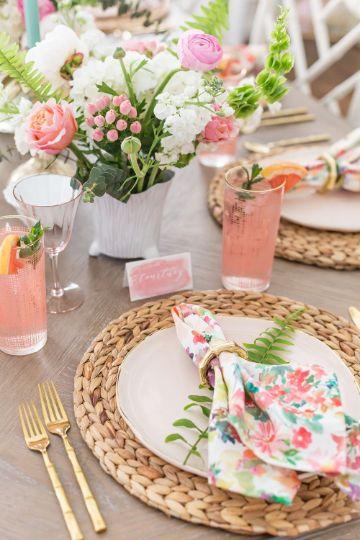 como decorar la mesa de cumpleaños para mujeres