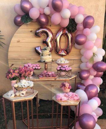 como hacer una decoracion de cumpleaños para mujer sencilla
