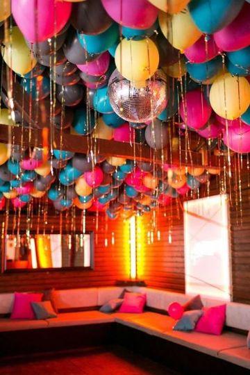 decoracion de globos en techo para fiestas infantiles