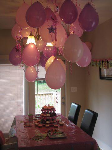 decoracion de techos con globos para fiesta en casa