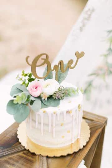 decoracion para cumpleaños de niña de 1 año en pasteles