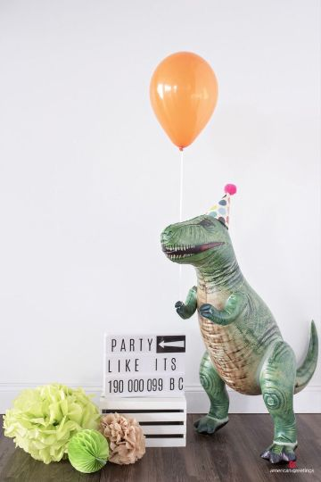tematica de dinosaurios para fiestas infantiles con juguetes
