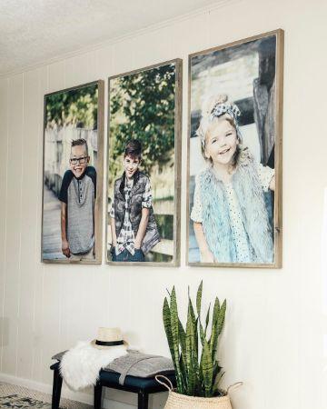 decoración con fotos en paredes con madera