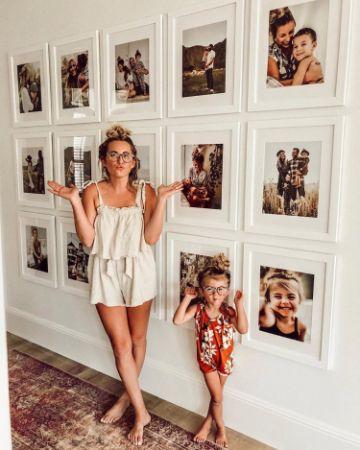 decoración con fotos en paredes para mama e hija