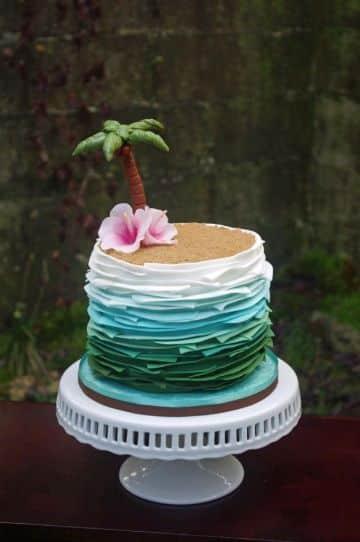 torta de cumpleaños en la playa para adultos