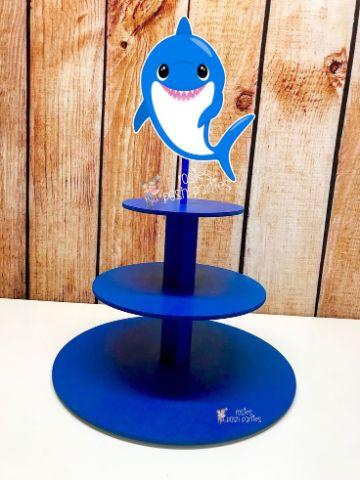 como hacer una mesa de dulces de baby shark