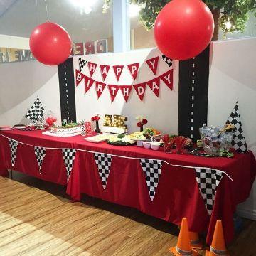 fiesta con mesa de dulces de cars