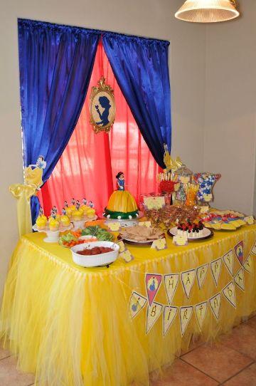 mesa de dulces de blanca nieves para fiesta infantil
