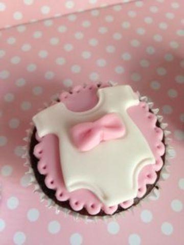 cupcakes para baby shower hechos con fondant