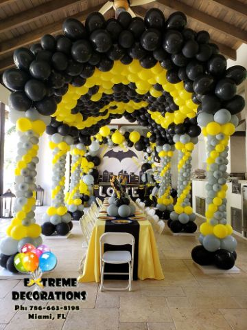 decoracion de batman con globos para fiestas grandes