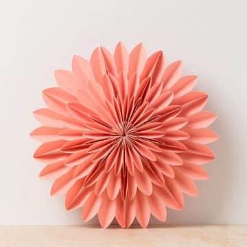 decoraciones con flores de cartulina para habitaciones