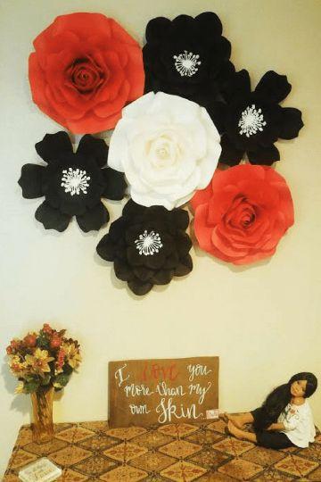 decoraciones con flores de papel para cumpleaños