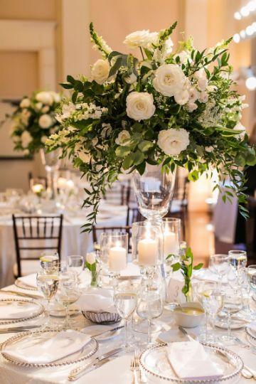 bodas con centros de mesa de rosas blancas