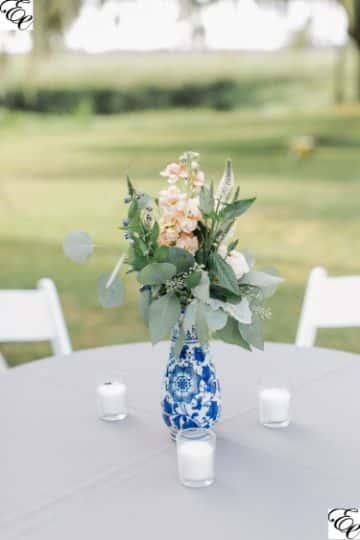 centro de mesa azul y blanco para bodas